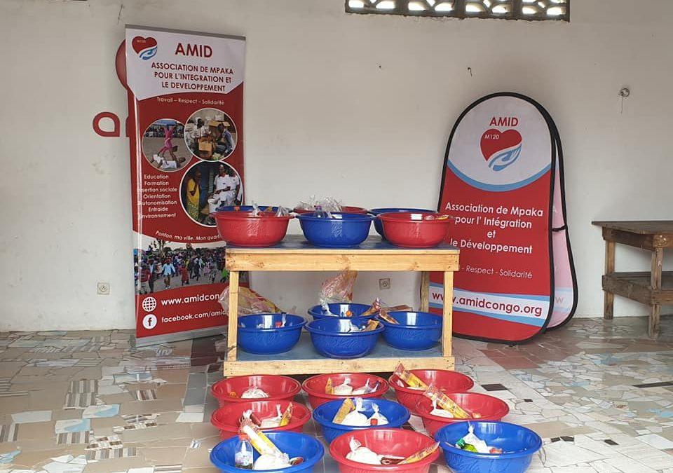 Covid solidarité: Distribution de kits alimentaires à quelques familles démunies